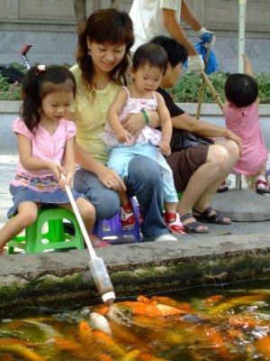 奶瓶餵魚-3.jpg