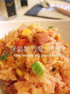 用電子鍋做蕃茄炒飯-P.jpg