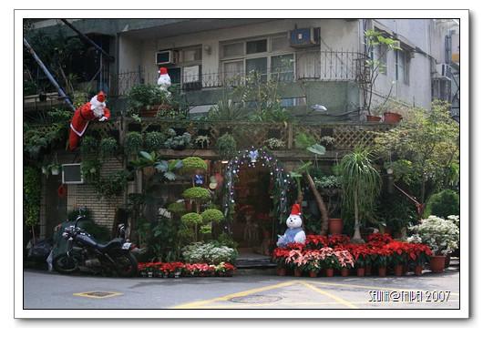 充滿聖誕氣息的花店.jpg