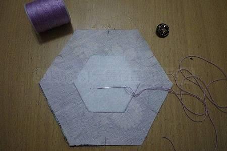 3.準備縫製六角褶花.jpg