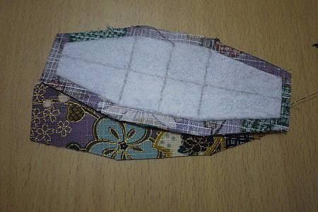 12.製作包側面、底部-一片鋪棉,一片燙上薄襯.jpg