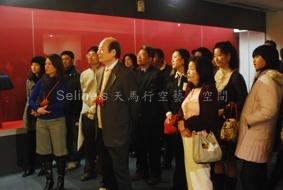 傳藝苗族節慶服飾文化特展開幕記者會--長河藝術文物館館長講解-4.JPG