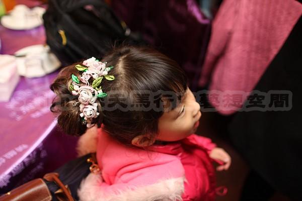 Seline阿姨幫我做的纏花頭飾--上面.jpg