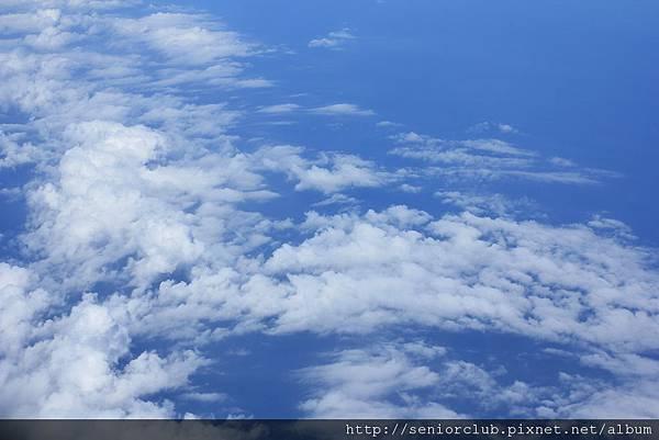 2011 Nov 5 飛機上的雲海 (15)_調整大小.JPG