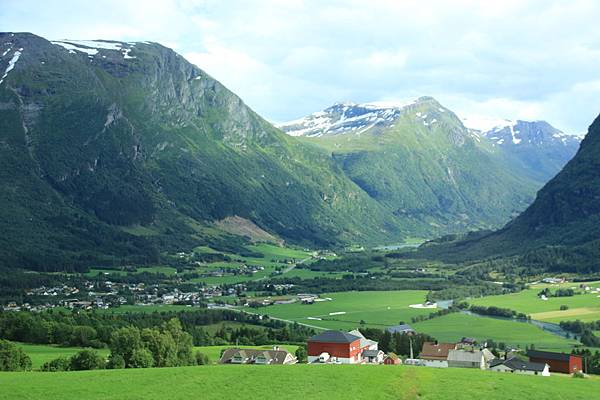 2016 Jul 20 挪威峽灣公路景觀 - 136.jpg