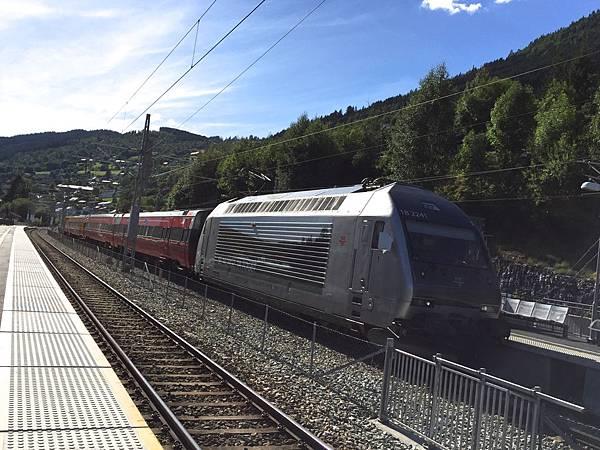 2016 Jul 21 挪威高山火車景觀 - 01.jpg