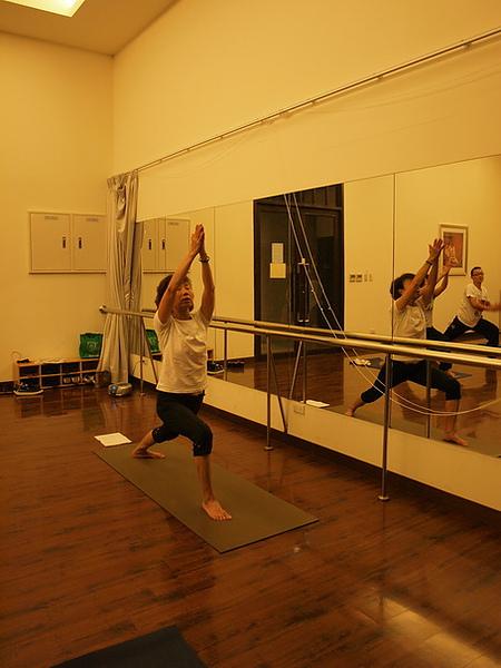 2010瑜珈-Jul15 (65)_調整大小.JPG