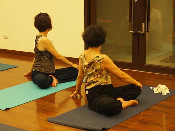 2010 瑜珈課 JUL_08.JPG