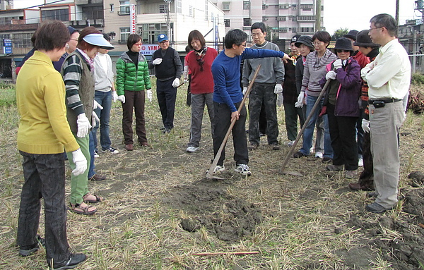 2011 Jan 7 竹東烤番薯 (7).JPG