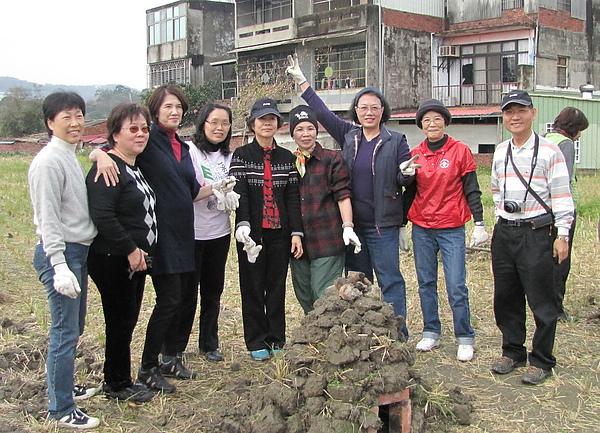 2011 Jan 7 竹東烤番薯 (11).JPG