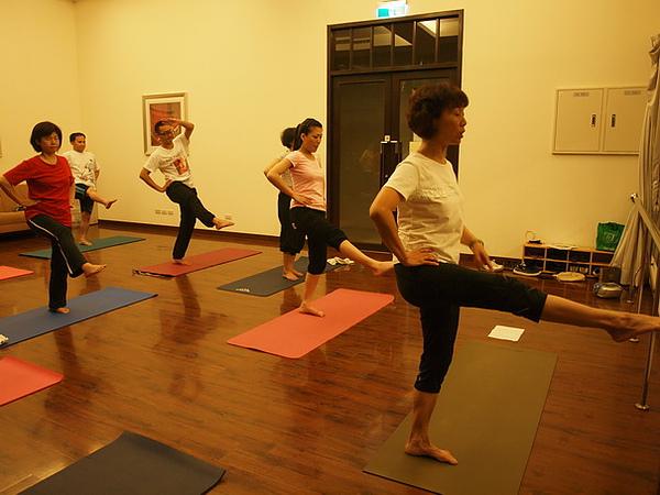 2010瑜珈-Jul15 (88)_調整大小.JPG