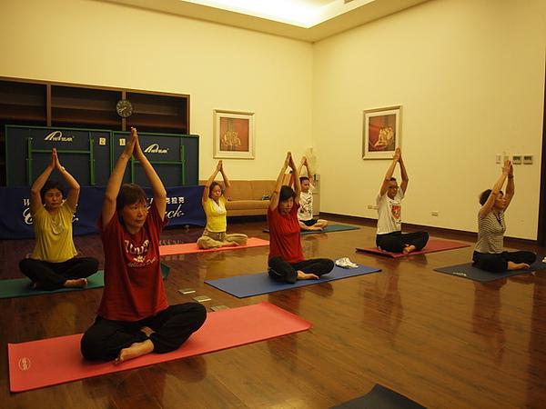 2010瑜珈-Jul15 (8)_調整大小.JPG