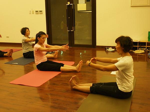 2010瑜珈-Jul15 (93)_調整大小.JPG