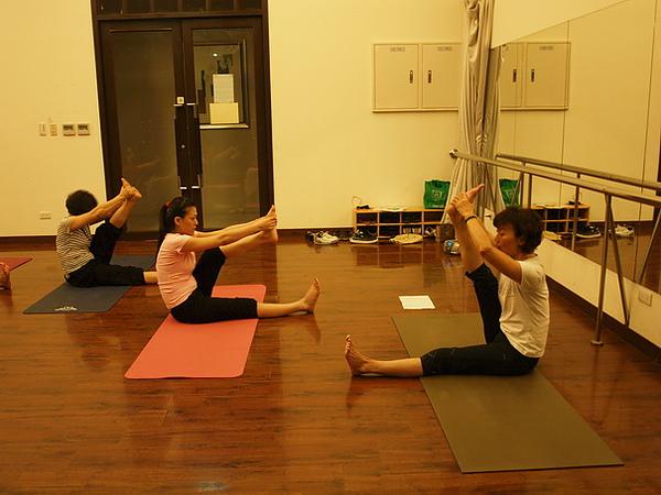 2010瑜珈-Jul15 (105)_調整大小.JPG