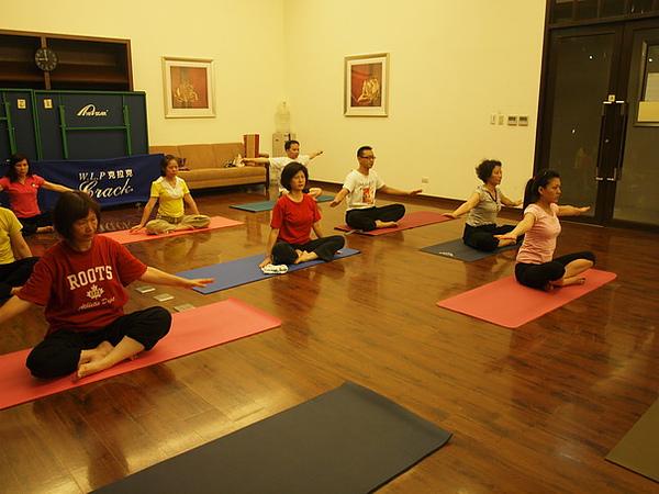 2010瑜珈-Jul15 (150)_調整大小.JPG