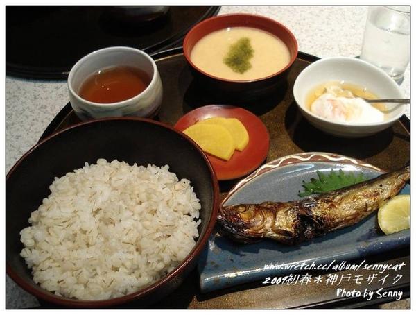 麦とろ膳(¥900)