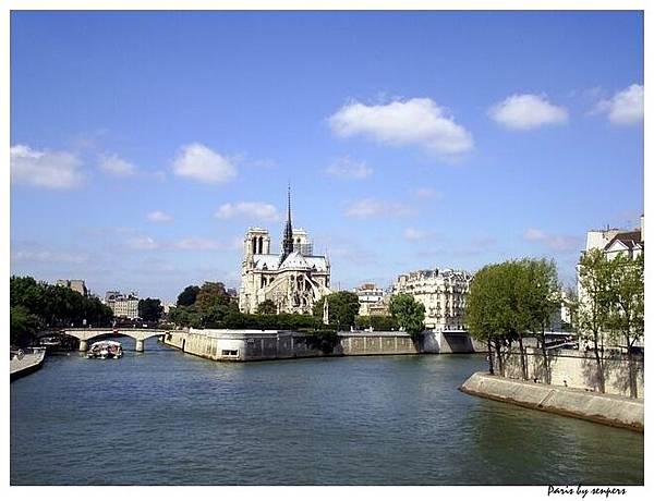 法國 西堤島 聖母院 橋上照的喔