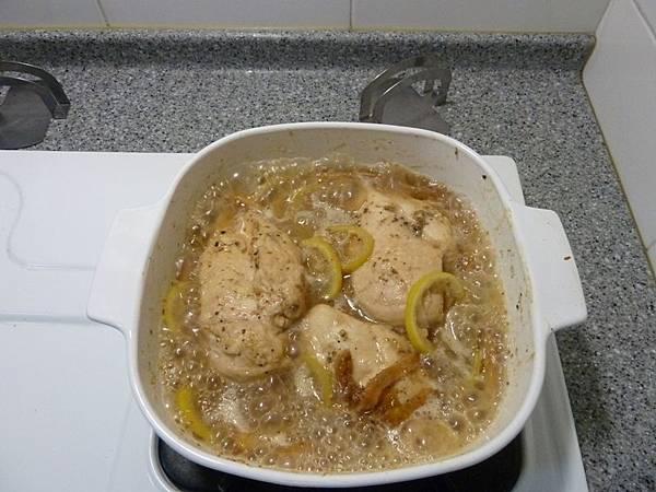 無花果檸檬雞烹煮中