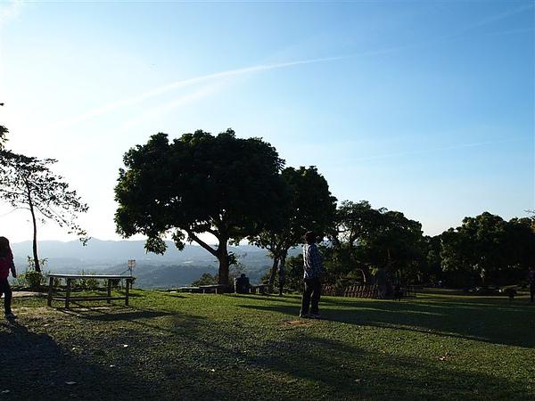 草原  藍天