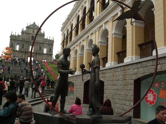 55.大三巴前雕像