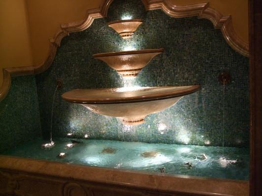 87.酒店西大堂處噴水池