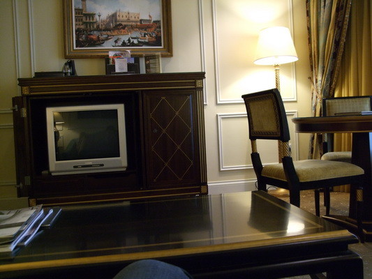 99.沙發區電視