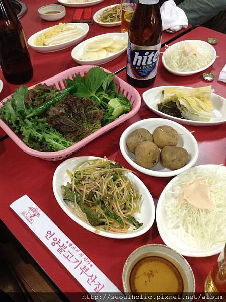 025_烤韓牛的配菜純樸卻美味