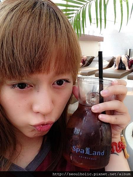 023_高溫蒸烤後來杯SPALAND特調的冰涼梅子汁真是通體舒暢!!!