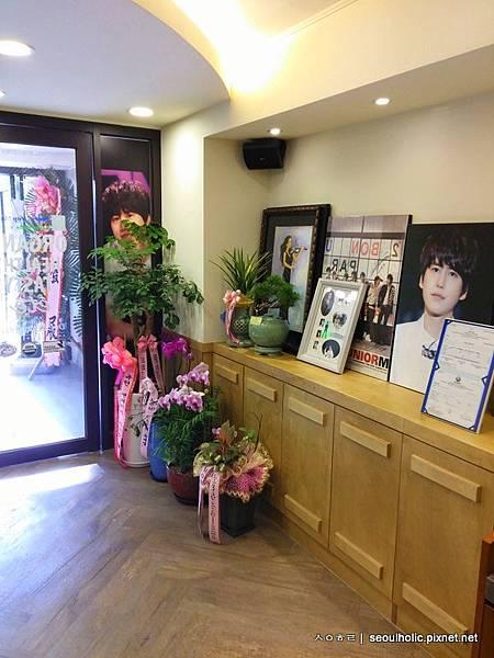 M_店內雨圭賢有關的裝飾物_不少都是粉絲的愛心