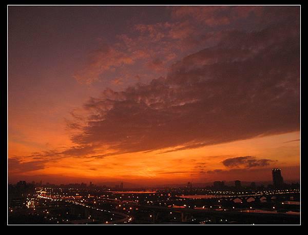 從中興醫院看出去的夕陽.jpg