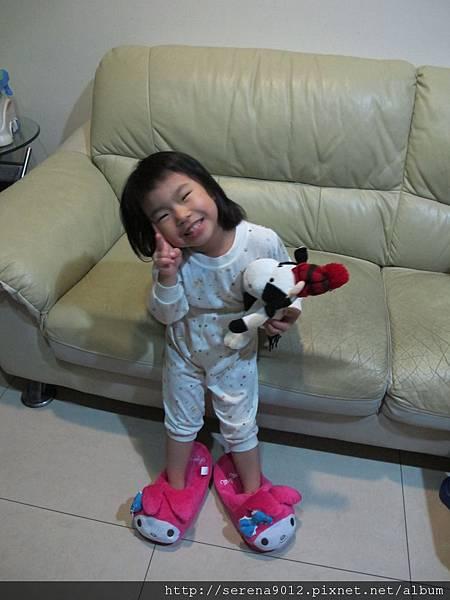 20111020 安_穿上兔子鞋 2 (2).JPG