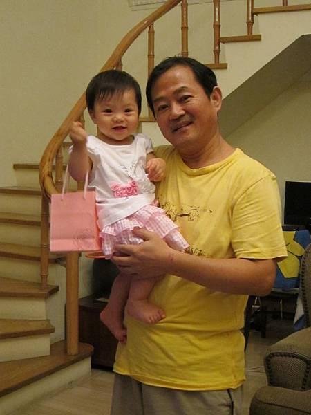 20110701_13_外公外婆送的生日禮物  金鎖片.jpg