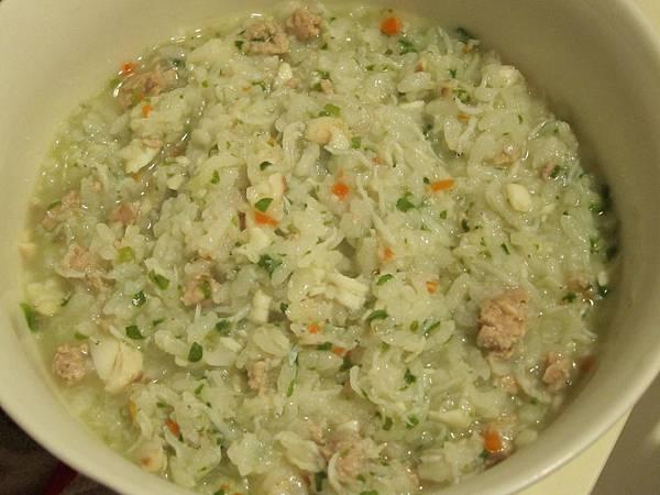 20111130_05_吻仔魚+鯛魚+一點點胡蘿蔔+茼蒿+生米+一點點絞肉.jpg