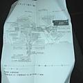認真研究印下來的旅館地圖