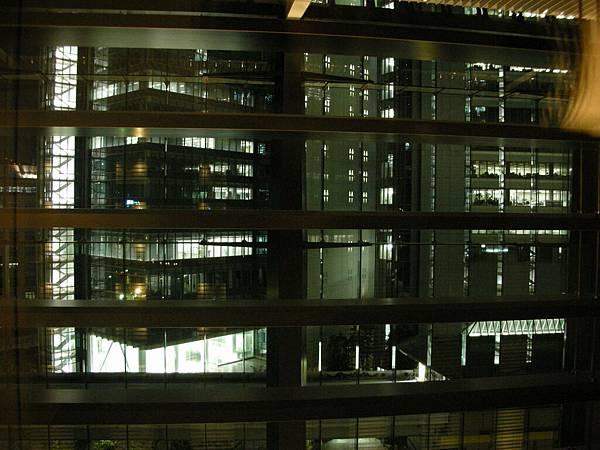 旅館向外看的夜景
