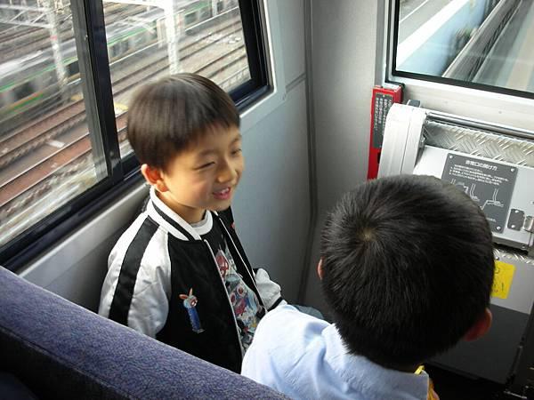兩個小弟弟一直在玩文字接龍