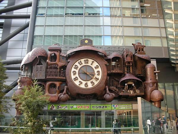 日本電視台~宮崎駿設計的大鐘喔,亂走逛到了