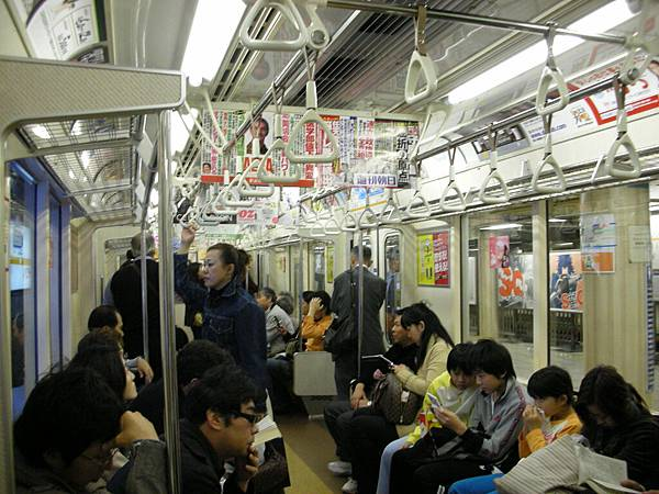 往新宿的地鐵