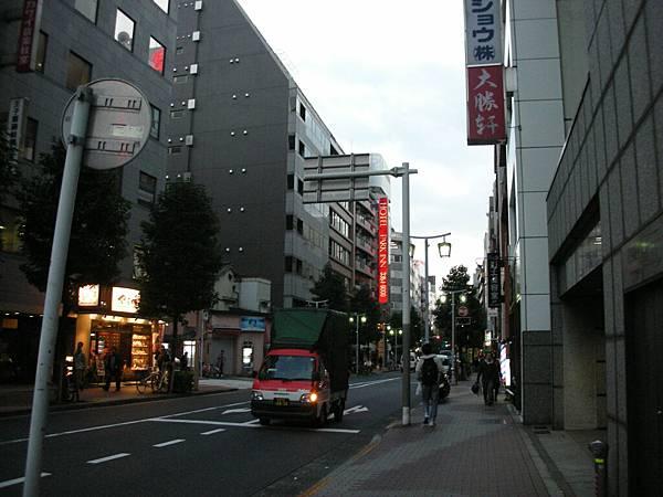旅館外新宿街頭