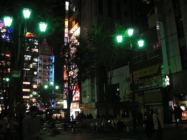 新宿街頭夜景
