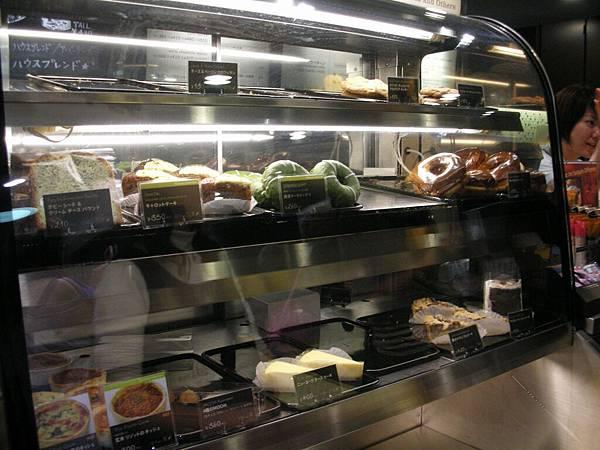 日本的STARBUCKS也賣甜甜圈