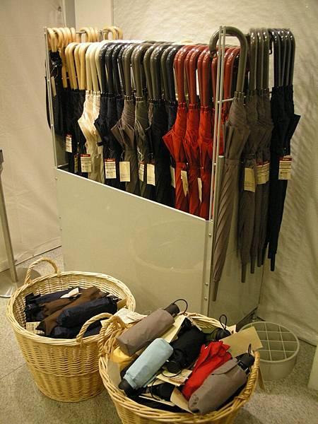 不要買無印良品的傘……上次在香港買,用一次就壞了……