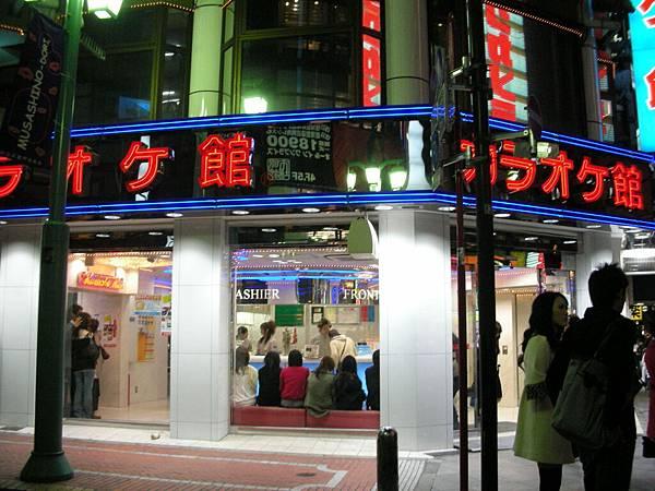 日本的KTV看起來好簡陋