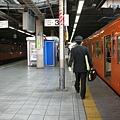 新宿站的月台上,在這站遇到好多列車長走來走去……是列車長的聚會地點嗎XD