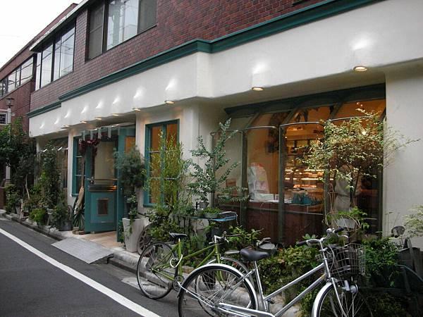 偷藏在三宅一生後面的巷子裡,超有名甜點店:「Qu'it fait bon」