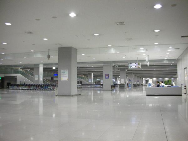 行李拿好了,等待離開機場