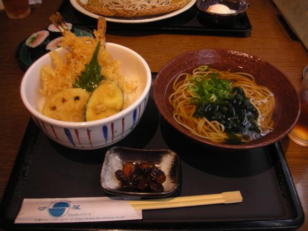 我的第一頓日本午餐:天婦羅飯和蕎麥麵