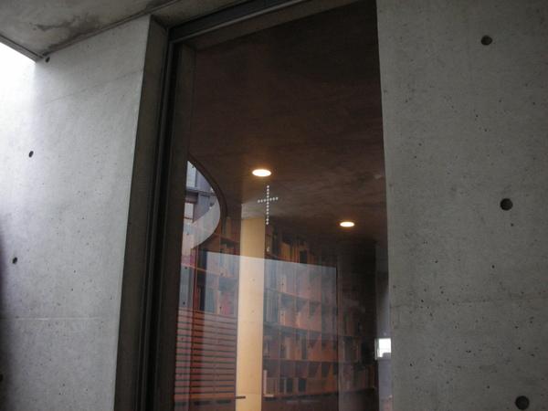 門上也有小小的十字架