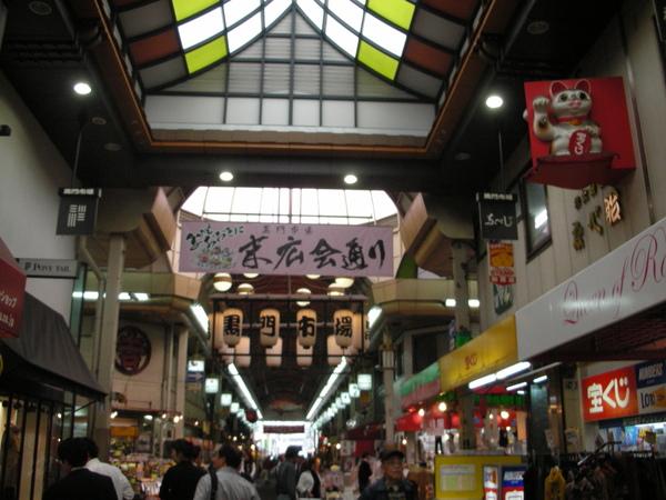 觀光客不多,很傳統的市場