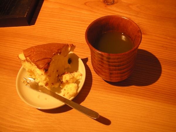 晚餐點心~起司蛋糕和抹茶